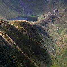 Заввишки більше 7 метрів каскадний водоспад розташований неподалік відомого гірськолижного курорту #Драгобрат. Вище від нього — озеро #Герешаска. Разом вони утворюють дивовижний природний ансамбль, а ще це просто прекрасні локації для одноденної прогулянки!  http://guide.karpaty.ua/uk/places/ozero-gereshaska  фото Тарас Цибух