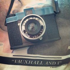 Red Kiwi Photography | Diana and Moz | retro + camera + blue orange black white tan