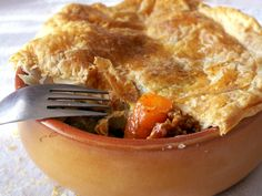 Ghici ce-i in ulcele? Romanian Food, Romanian Recipes, Apple Pie, Food And Drink, Desserts, Deserts, Apple Pies, Dessert, Postres