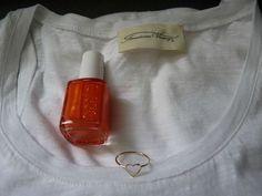 Tank top (American Vintage) Nail lacquer (Essie) Ring (Objet Trouvé)