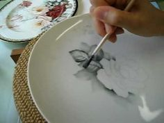 ▶ Painting Leaves 絵付けで描くアメリカンのバラ1 - YouTube