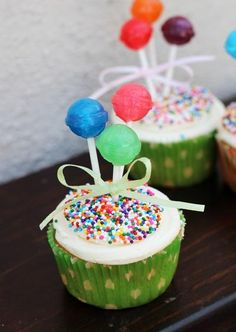 Balloon cupcakes. So easy to do. Cute idea