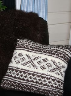 knit pillow setesdal