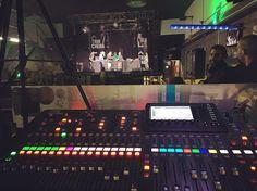 """Probando sonido en @salatrinchera para el concierto de esta noche de @capaz_hp en Málaga presentando """"Superhumano"""" #superhumano #concierto #directo #djsin #marko #urugalinha #marcolapso #bighozone #rap #hiphop #rapespañol #hiphopespañol #musicaurbana #musica #salatrinchera"""