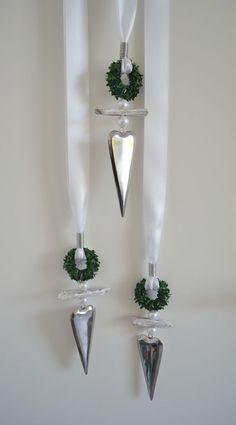 Fensterdeko Edelstahlherz, längliche Form mit Buchskranz, Treibholz u. Perlen in Möbel & Wohnen, Dekoration, Sonstige   eBay!