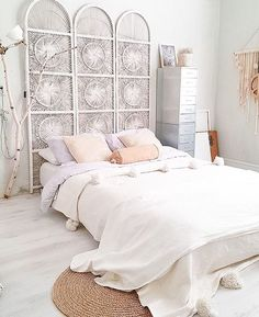 I've been getting a bit obsessed with headboards lately, thinking of getting one now - do you have a headboard for your bed? Loving the use of this divider of as a clever DIY headboard in the stunning bedroom of @rohouseproud