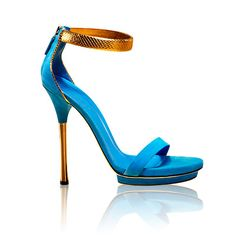 Gucci Kelis platform sandals. Early 2011, Diane Kruger wore these, in black, with everything.