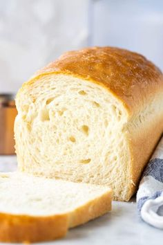This White Bread recipe is a classic you'll want to keep on hand. So light, fluffy and incredibly soft. Everyone will think it came right from the bakery! Bread Machine Recipes, Easy Bread Recipes, Baking Recipes, White Bread Recipes, Country White Bread Machine Recipe, Sliced Bread Recipes, Quick Bread, Soft Bread Recipe, Crusty White Bread Recipe