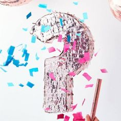Dazzle your guests with our Gender Reveal Rose Gold Pinata. This pack comes with blue and pink confetti to fill the pinata with prior to the big reveal. Gender Reveal Pinata, Confetti Gender Reveal, Baby Shower Gender Reveal, Baby Gender, Baby Baby, Décoration Baby Shower, Baby Shower Advice, Shower Party, Baby Showers