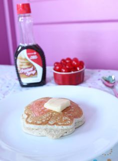 Valentine's Day Pancakes Valentines Day Food, Valentine Day Crafts, Breakfast In Bed, Pancakes, Meals, Holidays, Party, Bed And Breakfast, Holidays Events