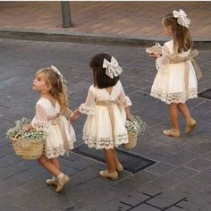 In addition to the bride and groom, the wedding day is the most eye-catching wedding flower girl. In general weddings, I will invite a few small flower girls, like cute little angels, symbolizing the pure Read more… Cute Flower Girl Dresses, Lace Flower Girls, Lace Flowers, Girls Dresses, Winter Flower Girl, Flower Girl Dresses Boho, Flower Girl Bouquet, Crocheted Flowers, Flower Girl Tutu