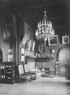 Rare photos of the Imperial residence right before the Revolution of 1917 These rare photos were taken by photographer Karl Kubesh in the Winter Palace, the imperial residence of Tsar Nicolas ӀӀ. Tsar Nicolas, Tsar Nicholas Ii, Victorian House Interiors, Victorian Homes, Imperial Palace, Imperial Russia, Palazzo, Romanov Palace, Russian Architecture