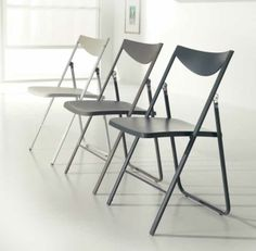NOBYS, design: Giuliano Cappelletti ed Enzo Pozzoli architetti Metal frame folding chair, polypropylene seat and back. www.ozzio.com