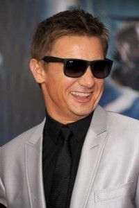 Jeremy Renner of Bourne Legacy wears a Ray-Ban 2140