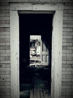 Forgotten Abandoned farm house in Southeast Kansas