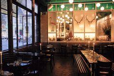 LOUP PARIS | PHOTOS DU RESTAURANT LOUP - LE LIEU Des mets bucoliques, et un plafond émeraude. Des bulles de lumière et un flamand rose au manteau de plumes flashi.