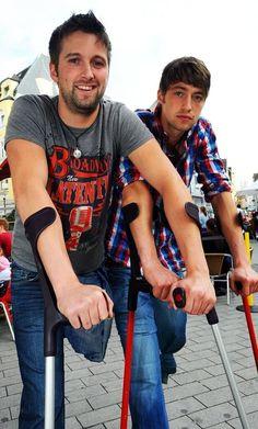 One-legged athletic duo