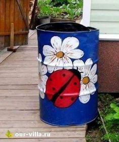 sudy Vegan Cake vegan s'mores mug cake Tin Can Crafts, Diy Arts And Crafts, Jar Crafts, Bottle Crafts, Painted Trash Cans, Painted Pots, Garden Crafts, Garden Art, Plastic Barrel Ideas