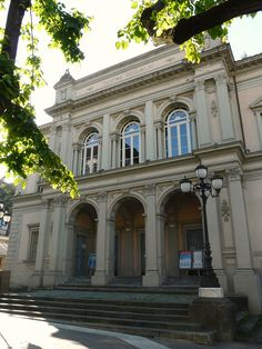 Teatro Guglielmi   Massa   Piazza del teatro 1   Anno 1886   Capienza 500 posti   Progetto: Vincenzo Micheli   Web: http://www.teatroguglielmi.it