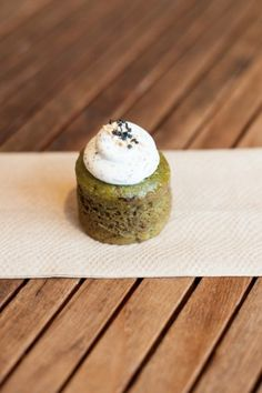 green tea cupcake @ delise dessert café (327 bay st.)