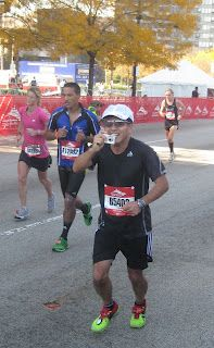 2011 Chicago Marathon, Mile 26. Smile!