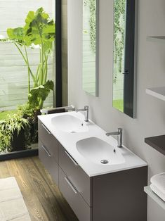 Nifty vanity makes use of limited space in small bathrooms