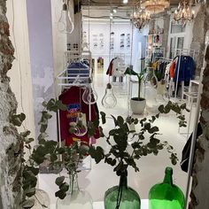 4 great concept stores in Madrid Concept Stores, Small Furniture, Brand Store, Industrial Style, Decorative Items, Design Elements, Madrid, Branding Design, Art Gallery