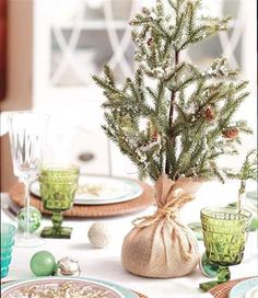 Burlap Christmas IDEAS | 15 Quick Christmas Decorating Ideas for Stress Free Winter Holiday
