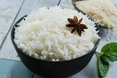 You answer to every question on rice. Most of the people think eating rice will make you gain fat, Heyy wait! read how to eat rice in healthy way Rice Facts, Indian Food Recipes, Italian Recipes, La Constipation, Troubles Digestifs, Easy Rice Recipes, Food Words, Cooking Tips, Menu
