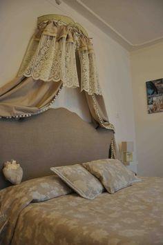 """Bed and Breakfast il Cuore: Camera 2 """"Eleganza"""".. con il nuovo ciel de lit.."""