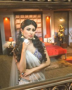 mouni roy in naagin Beautiful Bollywood Actress, Most Beautiful Indian Actress, Beautiful Actresses, Hot Actresses, Indian Actresses, Mouni Roy Dresses, Mouny Roy, Fancy Dress Design, Photoshoot Images
