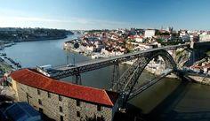 Vista general del puente sobre el río Duero en la ciudad vieja de Oporto (Reuters).   Oporto, ciudad invicta, vive la moda verde  Porto, Portugal - Douro River, Ribeira, Gaia