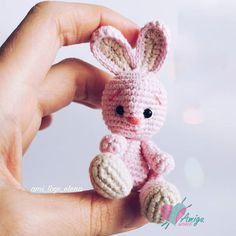 Make this little rabbit for some you love this summer! This is a perfect last minute crochet project for your lover. Find free rabbit crochet pattern below. Crochet Rabbit Free Pattern, Crochet Geek, Crochet Amigurumi Free Patterns, Crochet Animal Patterns, Stuffed Animal Patterns, Crochet Animals, Crochet Toys, Beginner Crochet, Easter Crochet