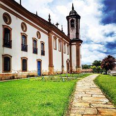Uma das várias igrejas lindas de Ouro Preto: Nossa Senhora do Carmo. É linda e com obras de Aleijadinho.  #ouropreto #minasgerais #mg #nossasenhoradocarmo #igreja #church