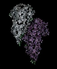 Lilac Brooches * Diamonds, Lilas Sapphires, Garnets, Aluminium, Silver and Gold 2001 JAR est une maison de haute joaillerie française fondée en 1978 par le joaillier d'origine américaine Joël Arthur Rosenthal (1943)