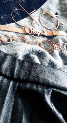 DETAILS - Instagram - Lederrock mit grauem Pullover und rosegoldenen Details
