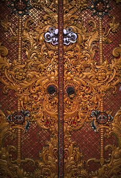 Bali (Indonesia) - Carved temple door by ๑۩๑ V ๑۩๑ (back from holidays), via Flickr