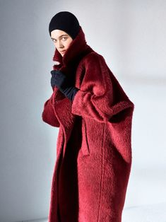 Max Mara Atelier Fall 2018 Ready-to-Wear collection, runway looks, beauty, models, and reviews.