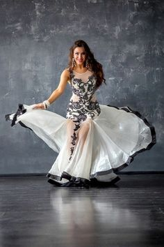 Hot Outfits, Dance Outfits, Dance Dresses, Belly Dance Outfit, Belly Dance Costumes, Tribal Fusion, Dance Oriental, Carnival Girl, Belly Dancing Classes