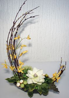 Amazing Spring Flower Arrangements Ideas To Beautify Your Home Ikebana Arrangements, Arrangement Floral Ikebana, Easter Flower Arrangements, Easter Flowers, Beautiful Flower Arrangements, Spring Flowers, Floral Arrangements, Beautiful Flowers, Easter Centerpiece