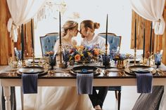 Using black plates and blue accents, we created this stunning table. Red Roof, Blue Accents, Vintage Furniture, Table Settings, Plates, Celestial, Table Decorations, Photography, Wedding