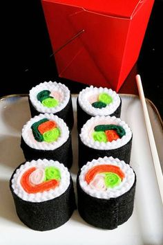 Felt play food sushi rolls by dekapo on Etsy Kids Play Food, Felt Play Food, Pretend Food, Diy For Kids, Crafts For Kids, Felt Food Patterns, Felt Kids, Sushi Set, Fake Food