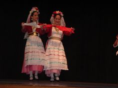 Greek News From Around the Globe Costumes Around The World, Dance Costumes, Greek Costumes, Folk Dance, Gold Embroidery, Corfu, Folk Costume, Ethnic Fashion, Traditional Dresses