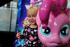 Nathalie was voor ons aanwezig bij de première van de My Little Pony film. Hier lees je wat zij en haar kinderen er van vonden. Ook naar de film of speelgoed winnen? Doe dan mee aan de winactie!  http://www.mamsatwork.nl/my-little-pony-film/