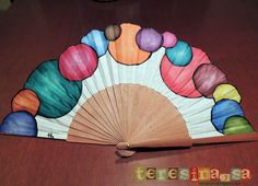 abanico pintado a mano Painted Fan, Hand Painted, Hand Held Fan, Hand Fans, Fancy Hands, Fan Decoration, Embroidered Quilts, Vintage Fans, Diy Fan