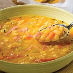 soupe au jambon et pois . Ham and Pea Soup . Looks goood! Slow Cooker Recipes, Soup Recipes, Healthy Recipes, Healthy Food, Pea And Ham Soup, Pea Soup, Gluten Free Soup, Canadian Food, Soup And Salad
