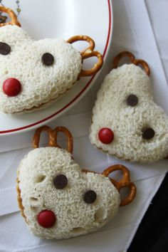 I love the PB&J reindeer sandwiches for my nephews! From 25 Easy Christmas Treats for Kids