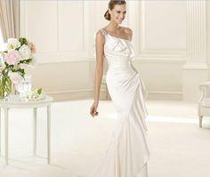 Pronovias presents the Datsun wedding dress. Fashion 2013. | Pronovias