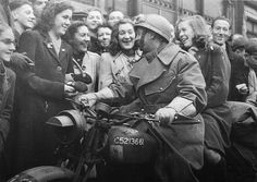 Breda 1944, Dutch people welcome a Polish Liberator.    Thank you Poland.    Just a little reminder for Geert Wilders, the right wing politician in the Netherlands who has issues with Polish people.