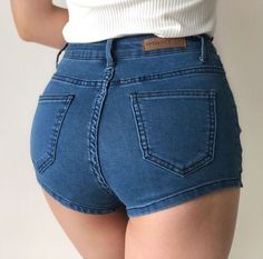 it's in the jeans! Sexy Shorts, Sexy Jeans, Lässigen Jeans, Shorts With Tights, Denim Pants, Hot Pants, Blue And White Jeans, Black Denim, Shorts Outfits Women